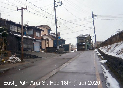 01db 500 200218 新井駅東側通路坂