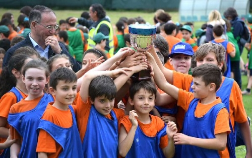 09d 600 boys with Cup