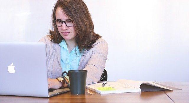 ブログは主婦におすすめの在宅ワーク|始め方と収入の目安を解説
