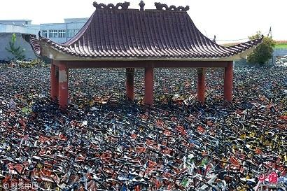 武漢市の空き地がシェア自転車の「海」に