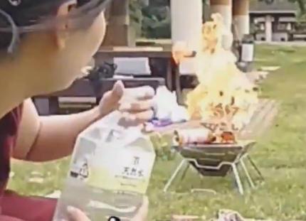 ニコニコ生放送の女性配信者、ソロキャンプ配信中にガスボンベを爆発させてしまう(動画) … ガスボンベに火を付けたところ、ガス漏れが発生し引火
