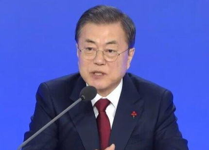 文在寅大統領 「日本が韓国に対して輸出規制を断行してから1年経ったが、韓国経済に悪影響にはならなかった。韓国では1件の生産支障もなく素材・部品・装備の国産化を繰り上げるなど成果を作った」