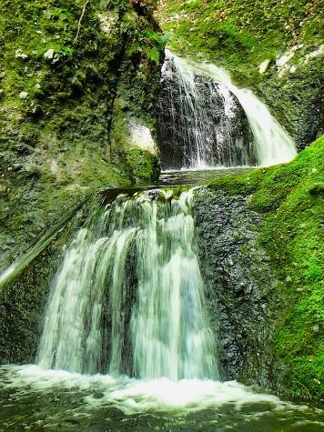 竜神峡の小さな滝
