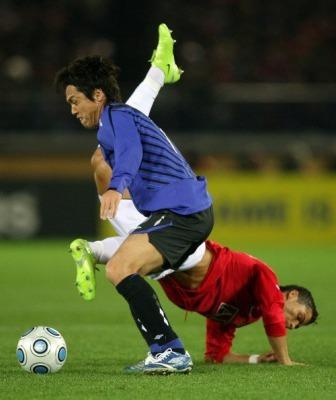 Yasuhito Endo vs cristiano ronaldo