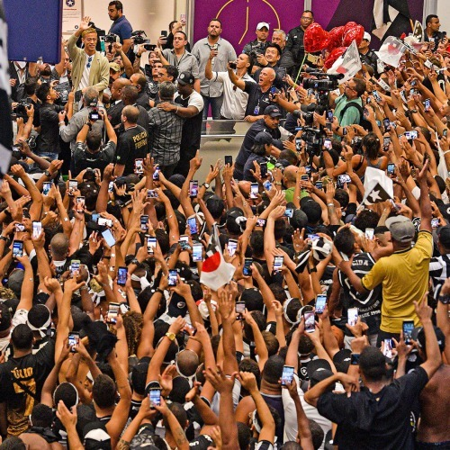 botafogo supporters waiting for Keisuke Honda arrival