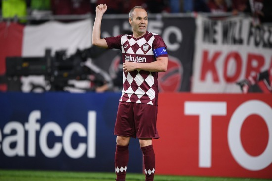 Iniesta like teaching JDT on how to play football