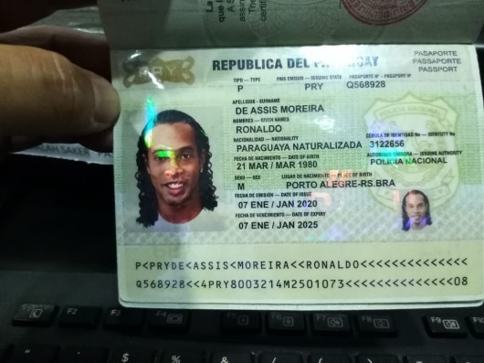 Ronaldinho Gaúcho arrested in Paraguay Supposedly with false passport