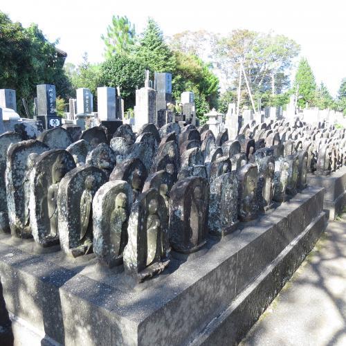 幼児の墓石-1
