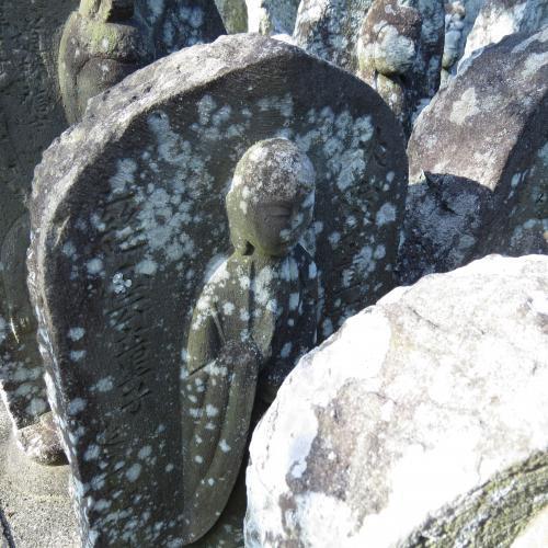 幼児の墓石-3