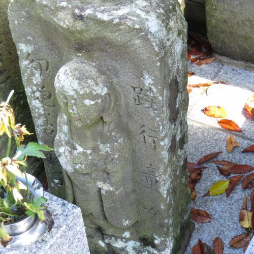 幼児の墓石-12