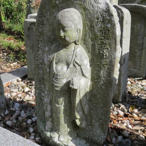幼児の墓石-17