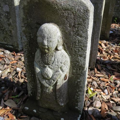 幼児の墓石-18