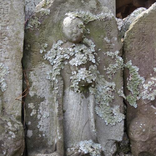 幼児の墓石-34