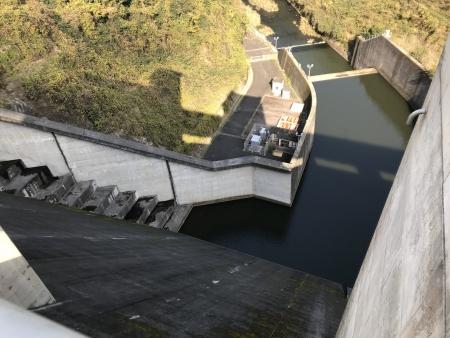 ぴーきち&ダイナ 布目ダムツーリング 布目ダム上からの様子