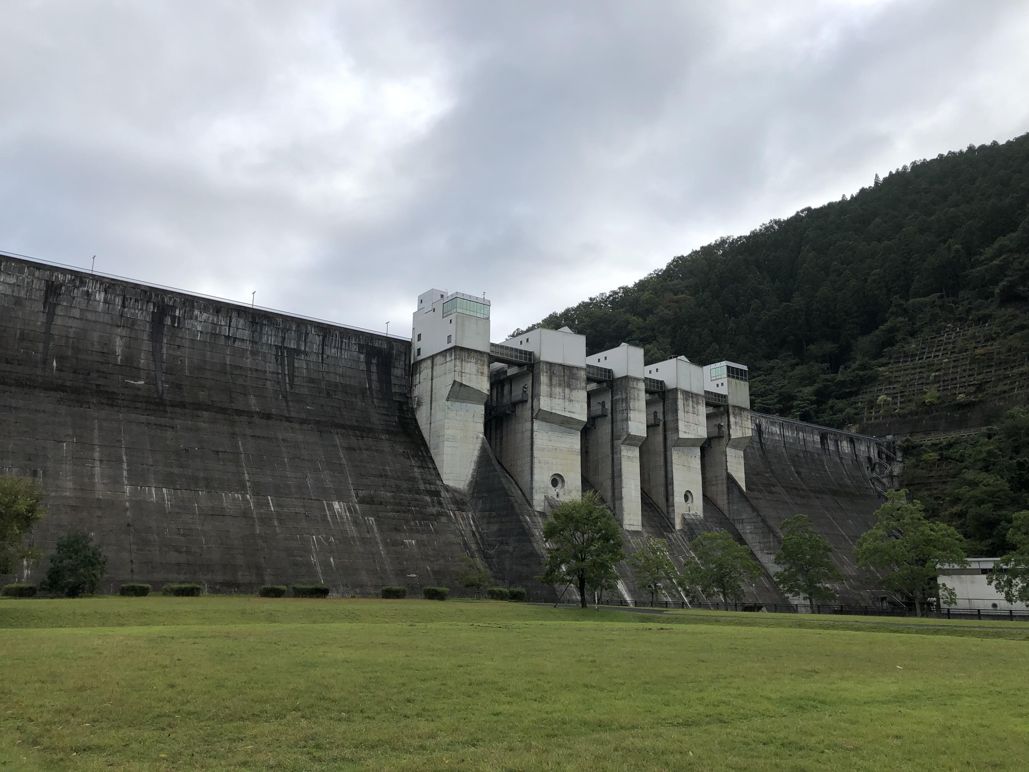 京都ダム巡り ツーリング 日吉ダム まるで要塞
