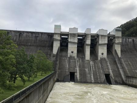 京都ダム巡り ツーリング 日吉ダム 下からの眺め