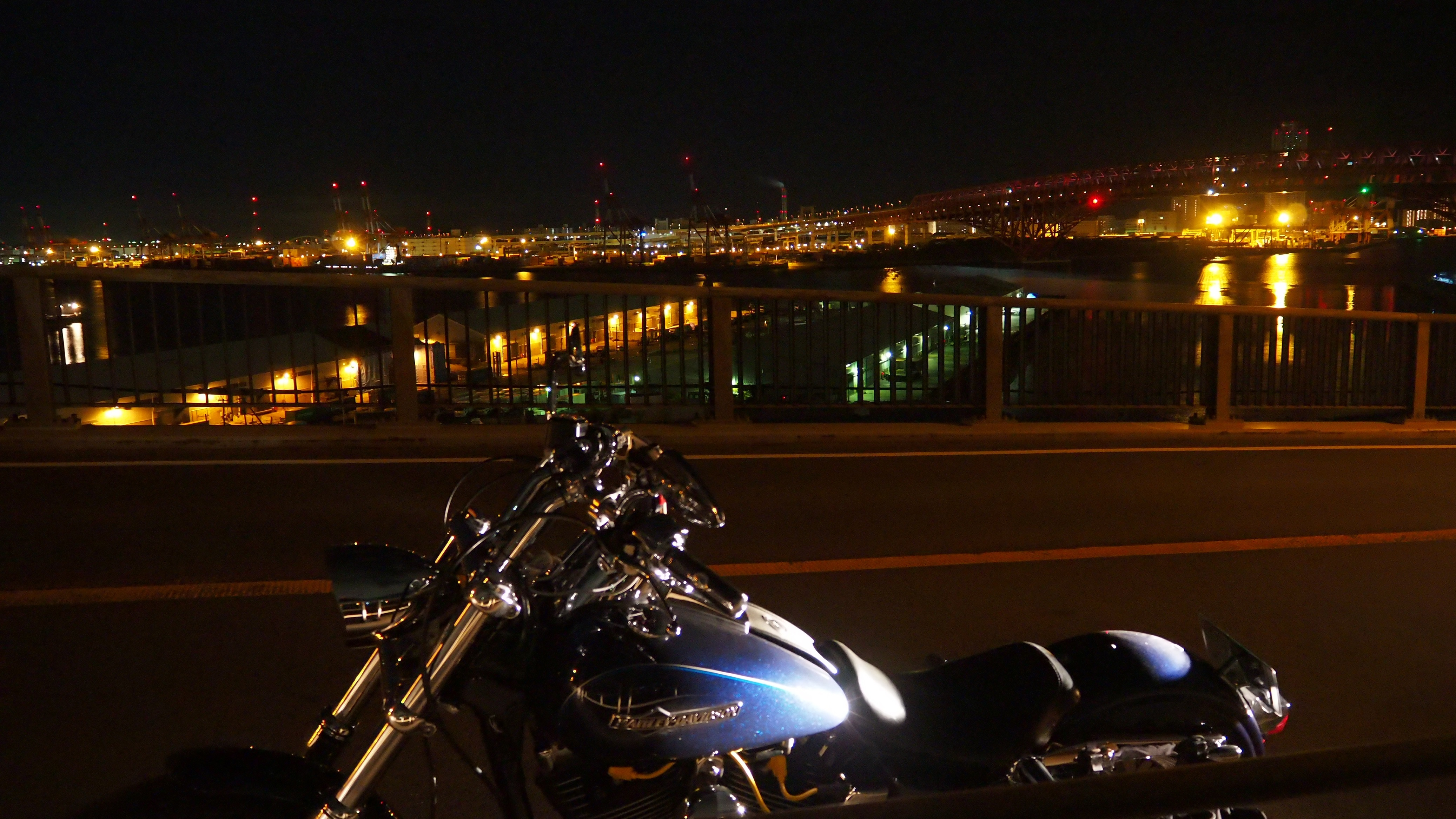 ぴーきち&ダイナ 大阪ナイトツーリング 大阪港第三突堤第七岸壁 ナナガン 港大橋