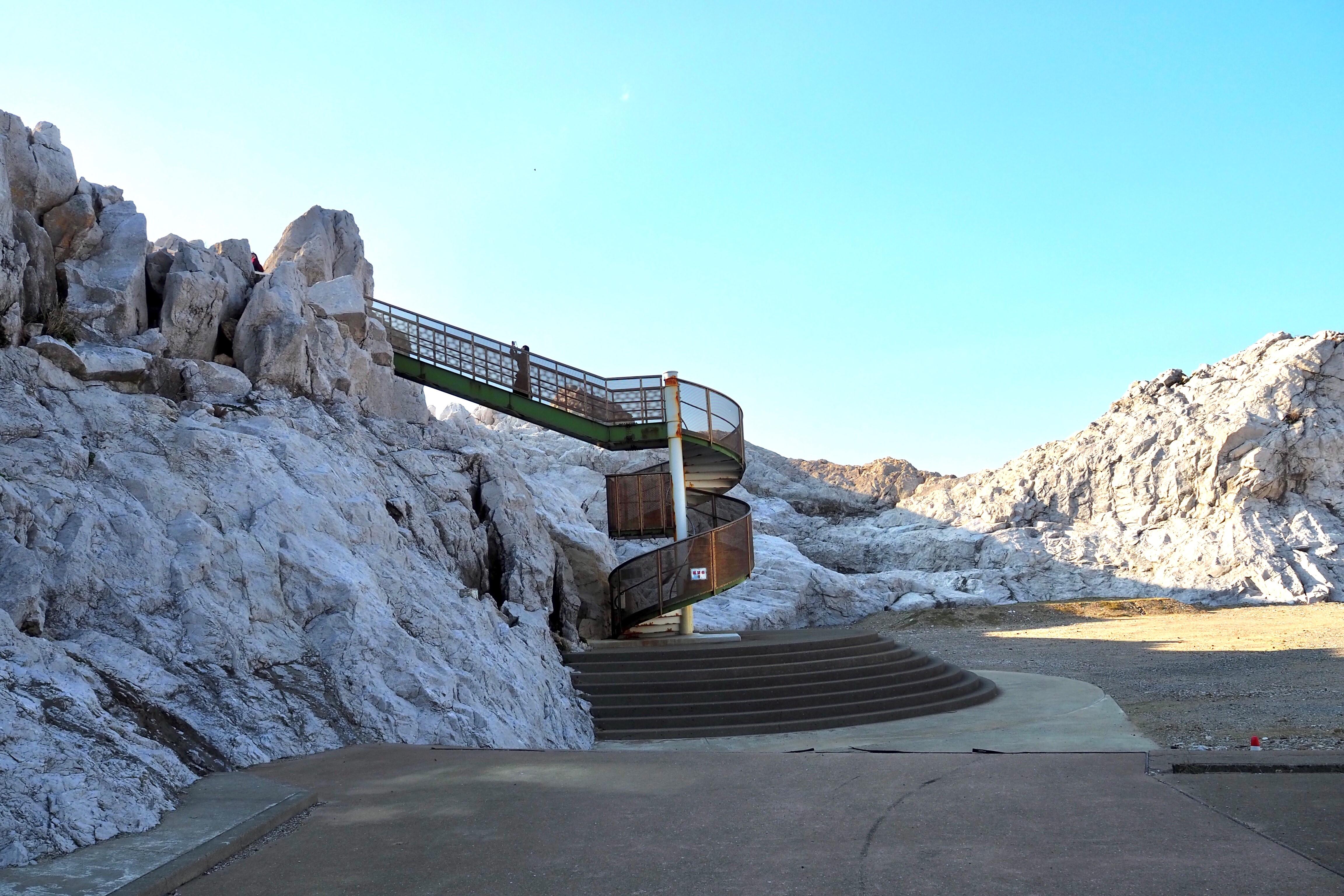 harleydavidson-motorcycle-touring-blog-wakayama-shirasakioceanpark-limestone-spiralstaircase.jpg