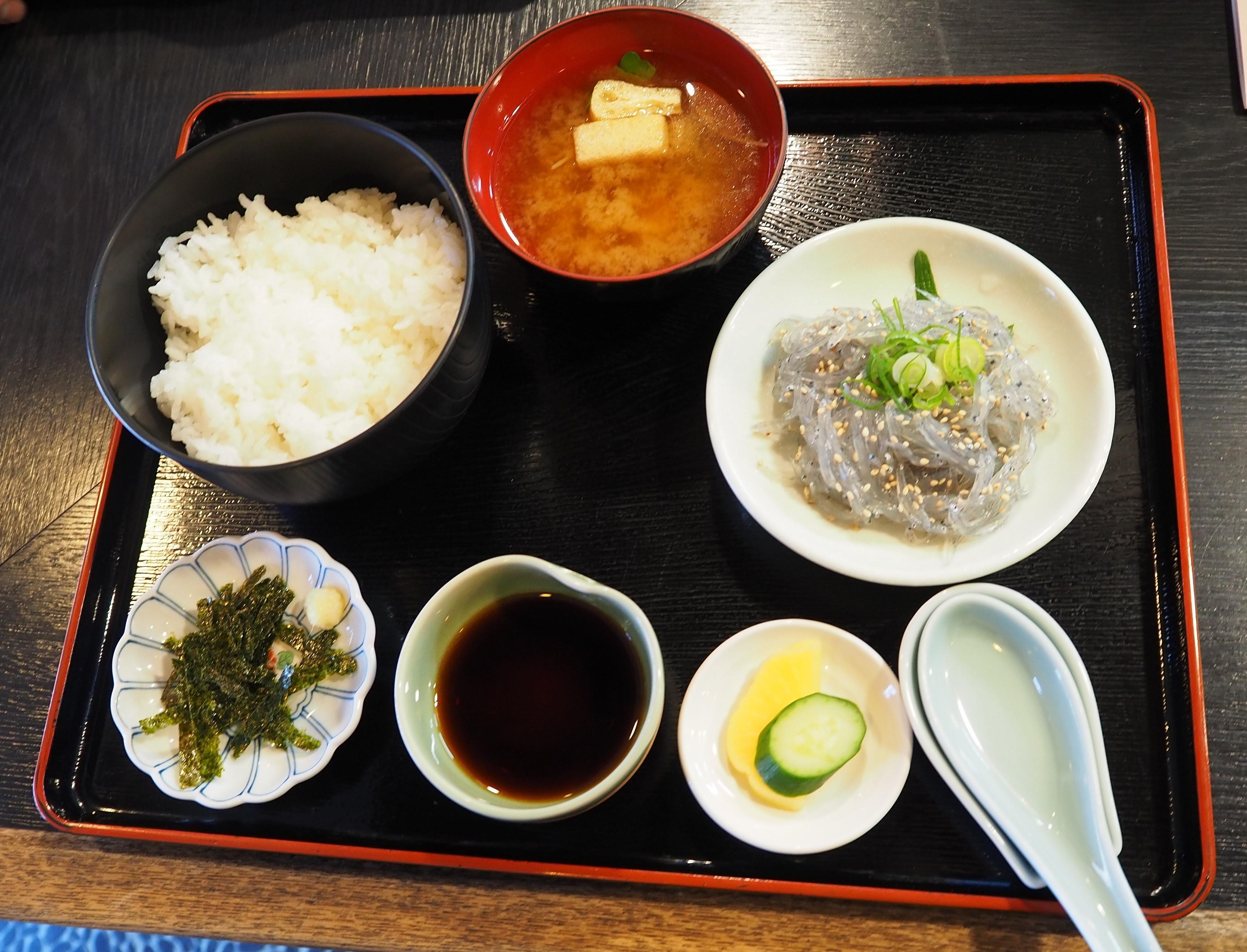 harleydavidson-motorcycle-touring-blog-wakayama-yuasatown-kadoya-diningroom-rawwhitebaitbowl.jpg