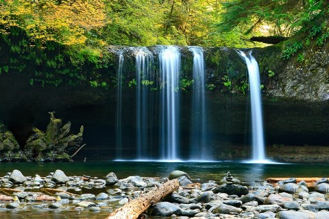 waterfall-802003_960_720.jpg