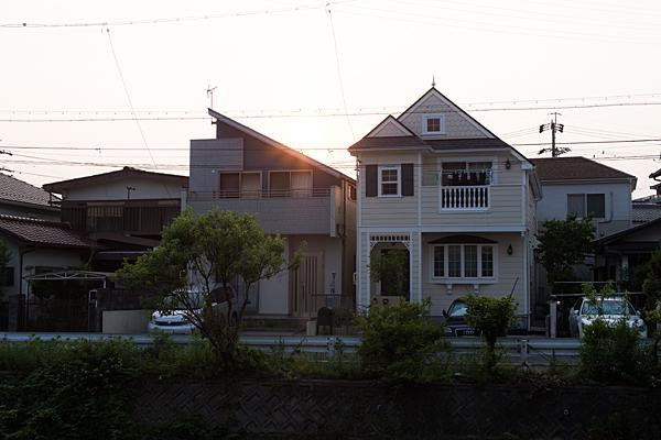 夕方の住宅地