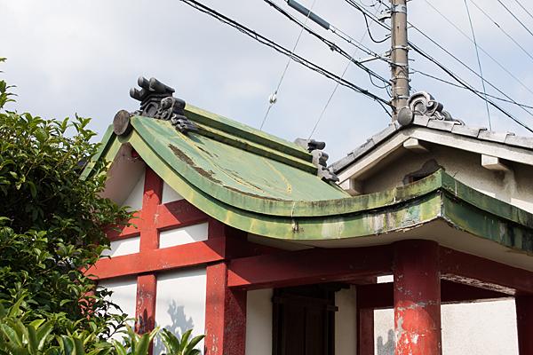小幡中小社屋根