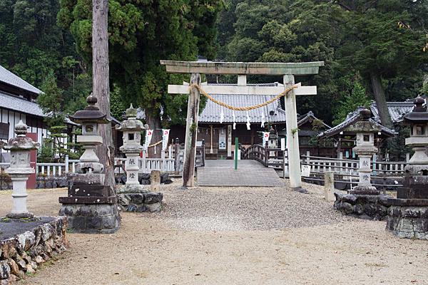村国神社二の鳥居前