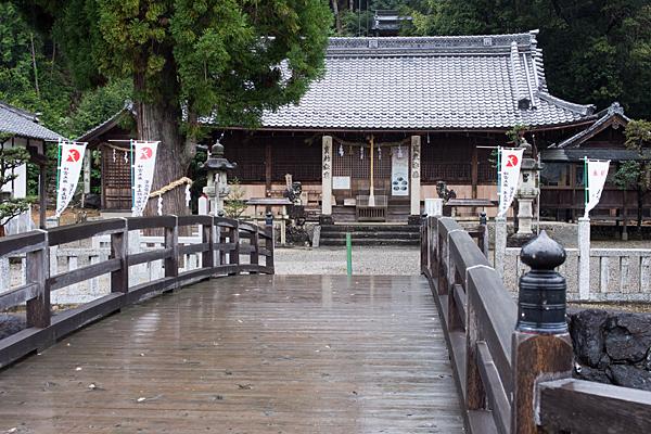 村国神社橋から拝殿