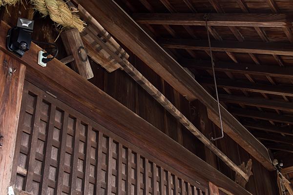 村国神社拝殿に架かっているもの