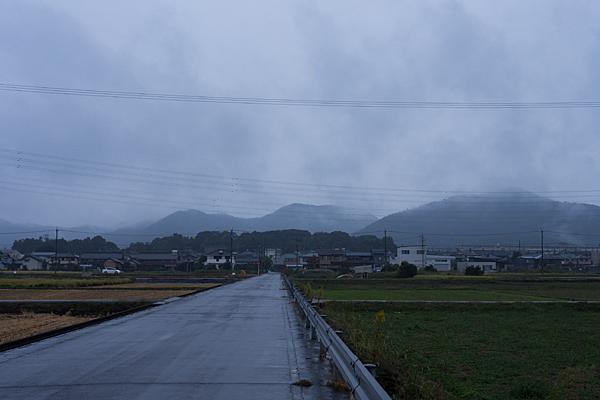 雨の各務原モヤのかかる山並み