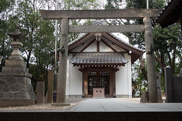 森孝八劔神社二の鳥居と拝殿