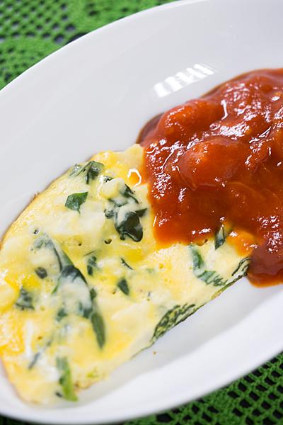 オムレツのトマトソース