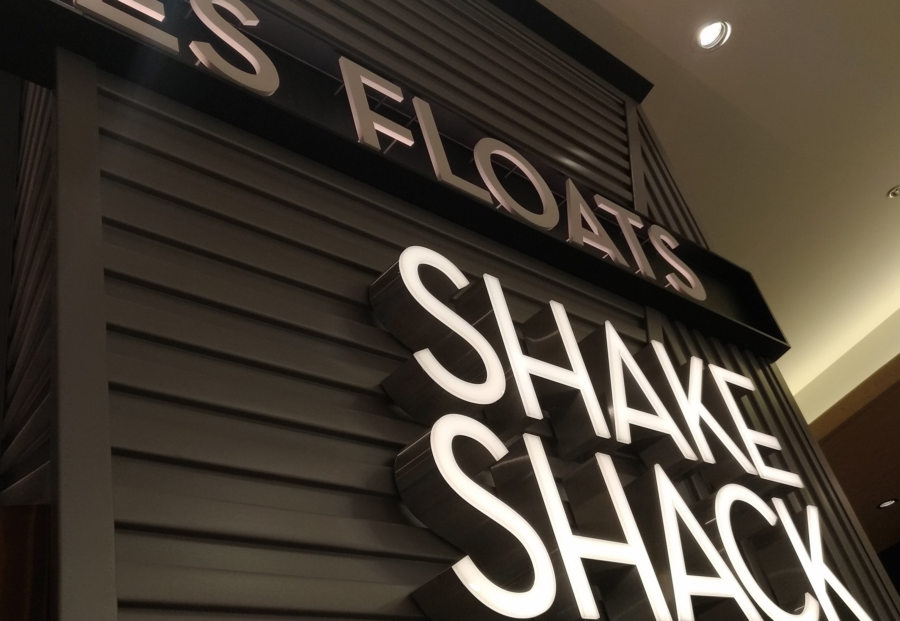 shakeshack_umeda_hanshin_201910osaka.jpg