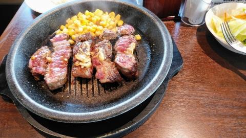いきなり!ステーキ(笑)。ポタリングでこんなの食べるの珍しい。