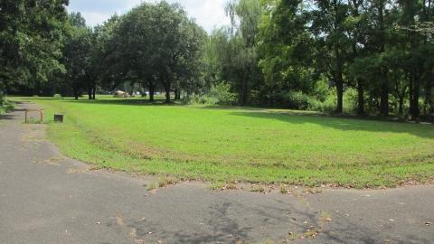レッズランドを抜けていくと秋が瀬公園の敷地に合流