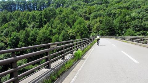 景色が良いので、バイクも車も皆ここで記念写真を撮っていました。