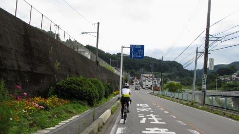 吾妻川沿いを走り、万座・鹿沢口駅に到着です。