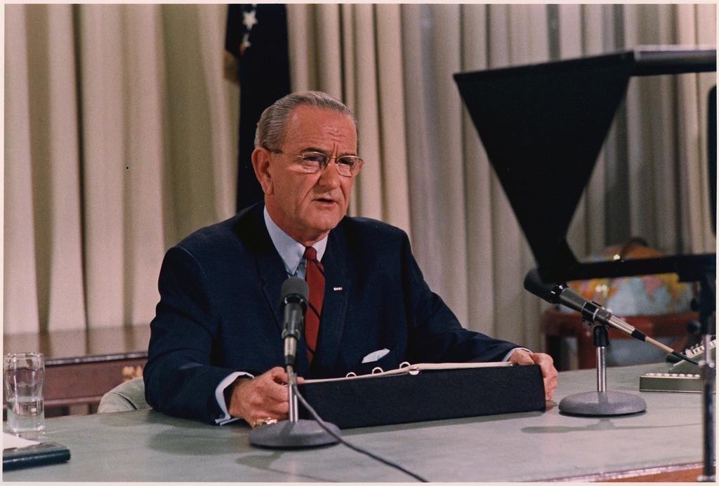 次期大統領選への不出馬を表明するジョンソン