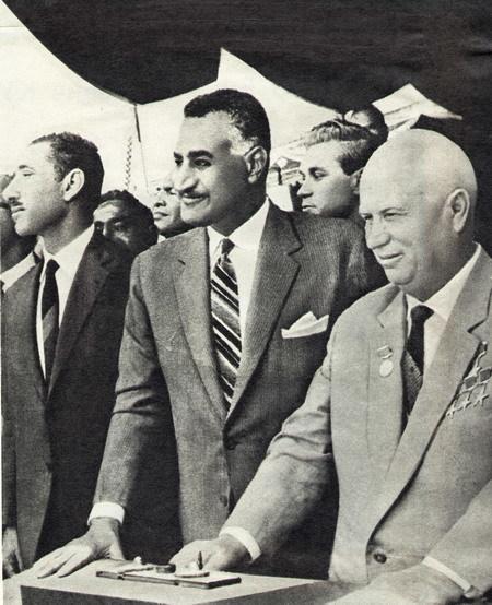 エジプト・ナーセル大統領(中央)、ソ連・フルシチョフ首相(右)