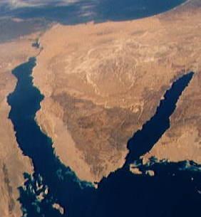 左がスエズ湾、右がアカバ湾