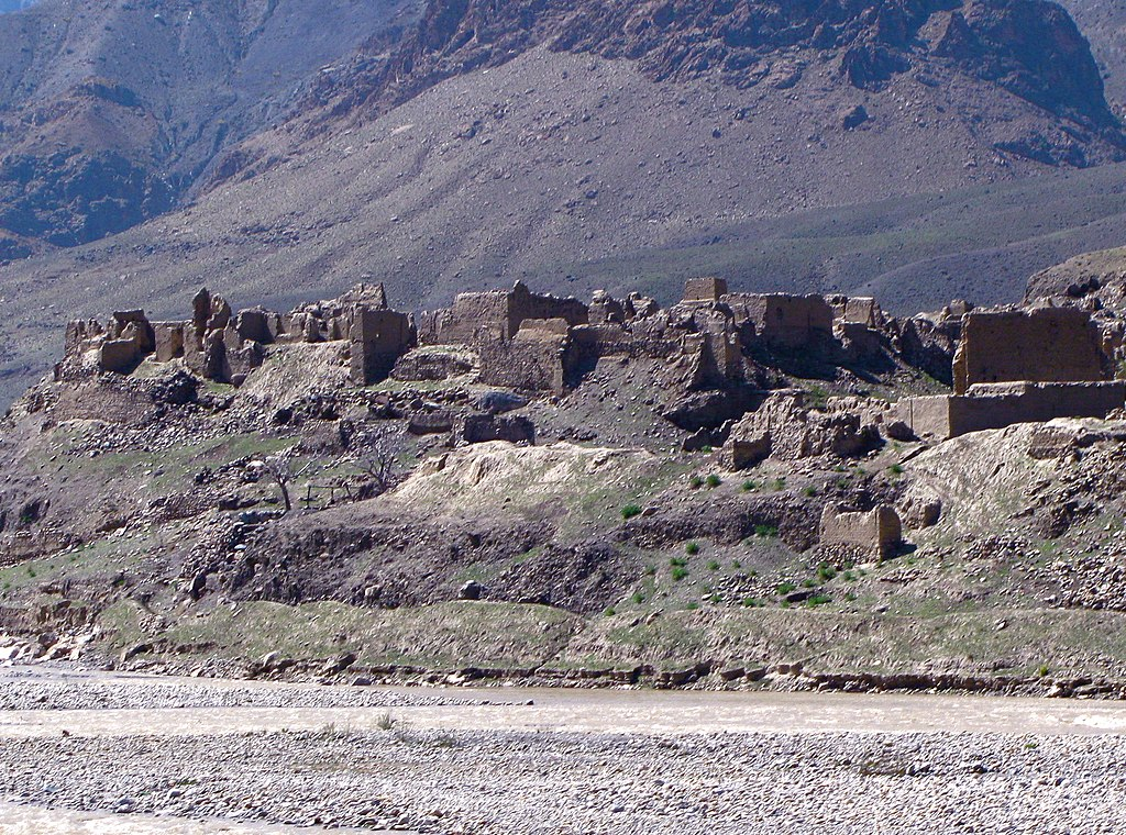 ソ連軍によって破壊されたアフガニスタンの村の廃墟