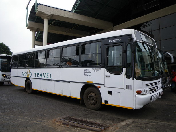 ルサカ行きのバス ハラレのバスターミナルにて_サイズ変更