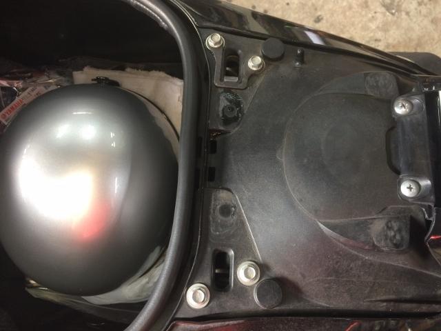 TMAX BOXライト修理 (3)