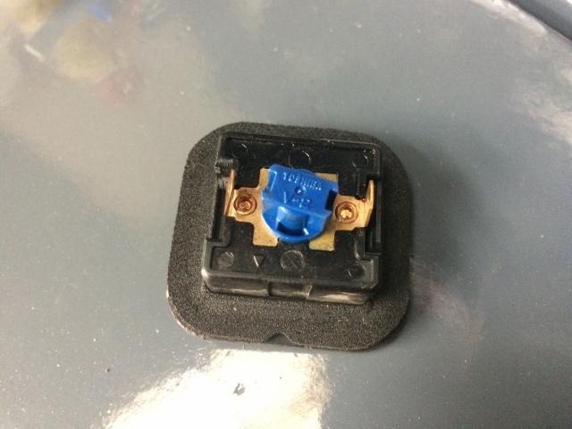 TMAX BOXライト修理 (36)