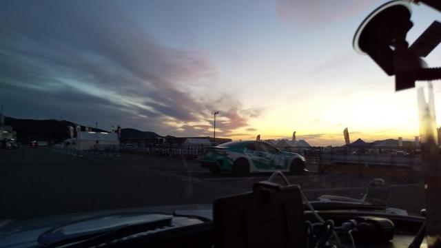 もう少しで日の出です、富士スピードウェイ
