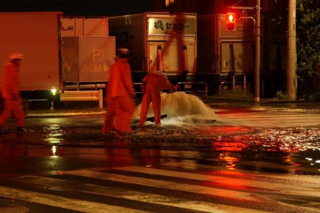 多摩大橋南詰の噴出水