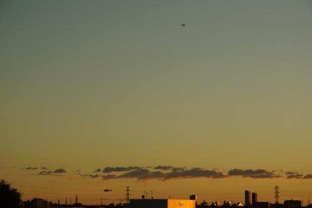 ヘリが多摩川上空に?