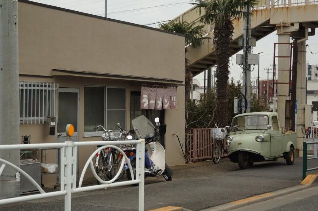 日野橋南詰近く、松月とミゼット