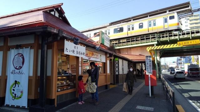 日野駅の鯛焼屋で熱々を買う