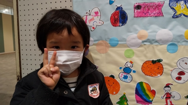 豊田のイオンモールで、娘の書いた三段雪だるまを見に行く